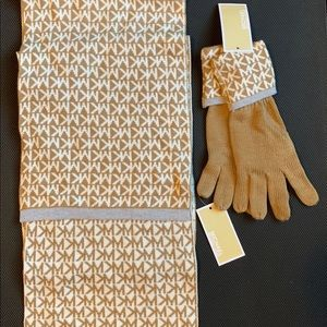 NWT Michael Kors Scarf & Gloves Set